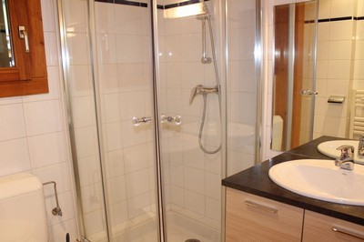 Ensuite in Negritelles 1, Room 1